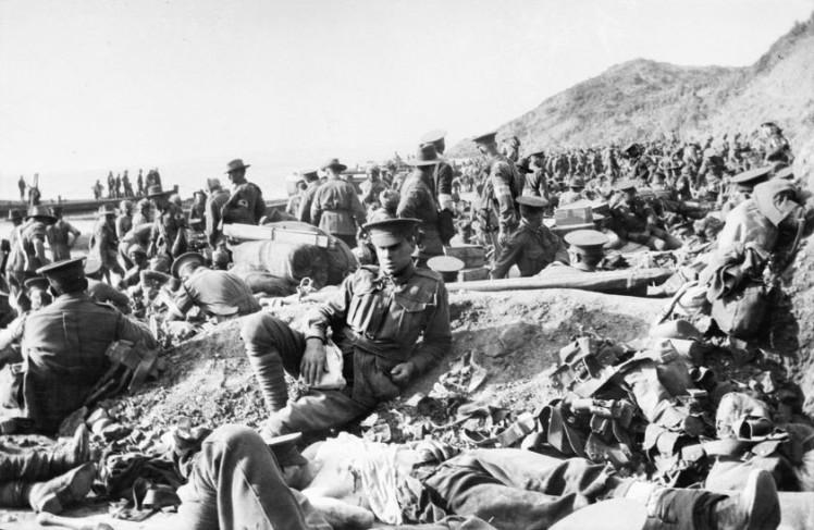 Soldados australianos e ingleses en Galípoli
